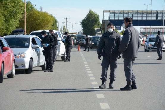El embotellamiento se registró pasado el mediodía de ayer en la Autovía 17 de Octubre. (Fotos: C.R.)