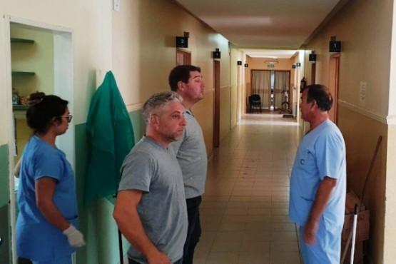 Los profesionales y funcionarios en el hospital.