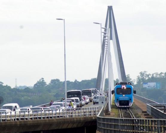Paraguay cierra sus fronteras.
