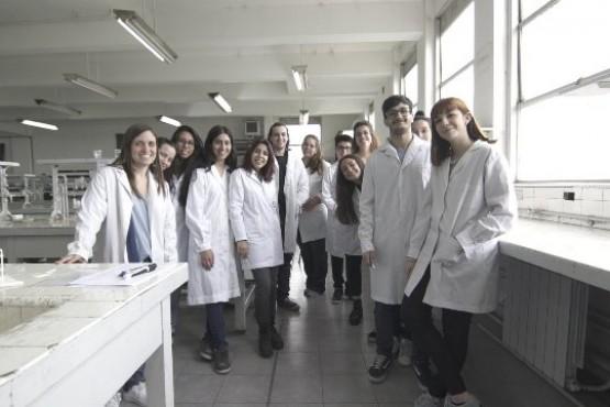 Los jovenes voluntarios en Medicina de la UBA.