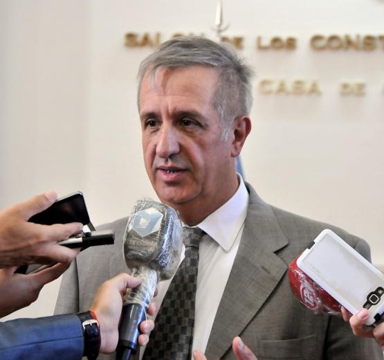 El ministro de Economía Oscar Antonena