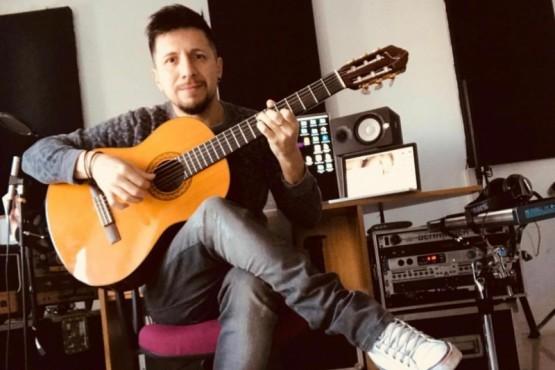 Leandro Álvarez trabaja en casa