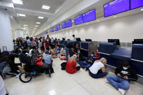 Varados en el aeropuerto (Foto Infobae)