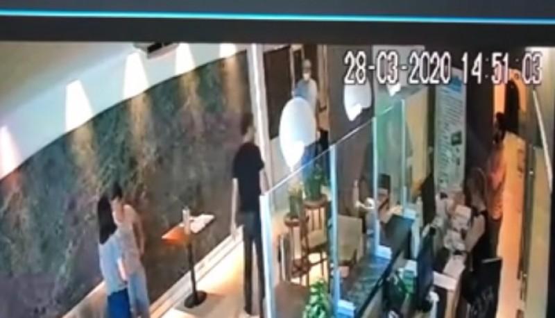 La imagenes muestran al hombre que ingresó al hotel.
