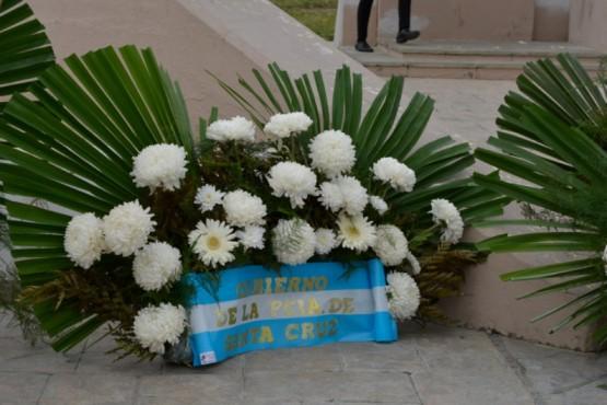 Arreglos florales en representación del Gobierno.