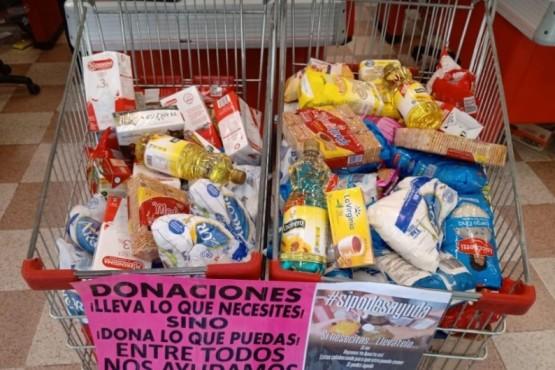 Un donante anónimo llena changuitos en los supermercados para los que más necesitan