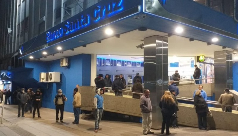 Sucursal del Banco Santa Cruz en Río Gallegos (Foto: C.Robledo).