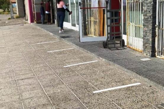 Líneas en las veredas.