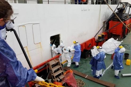 Un crucero quedó anclado con más de 60 personas contagiadas de COVID-19