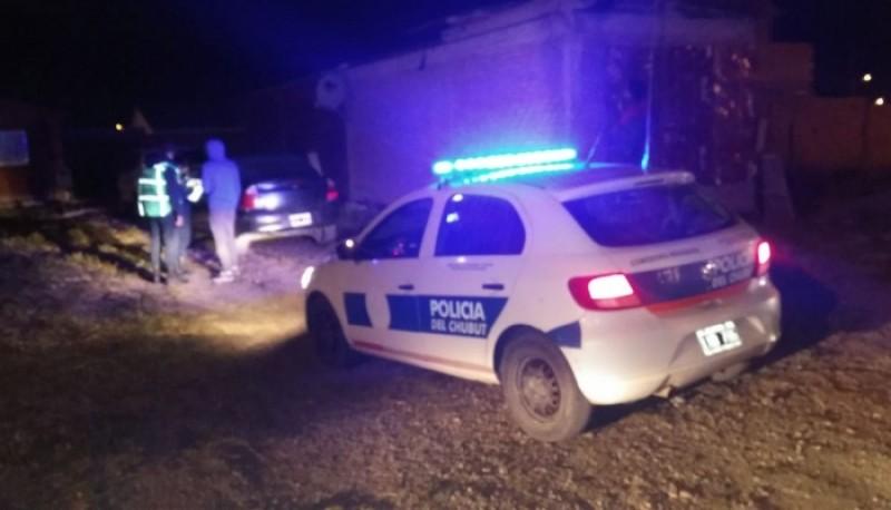 La policía retuvo dos vehículos por violación del aislamiento