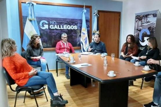 Reunión entre autoridades municipales, provinciales y sector comercial.