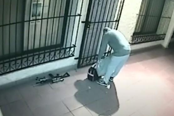 José López en la puerta del convento.