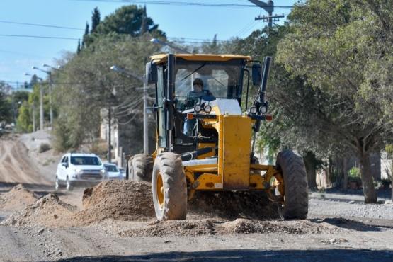 El Municipio continúa con trabajos de mantenimiento de espacios verdes y repaso de calles