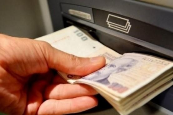 Aumentan a 15.000 pesos el mínimo de extracción diaria por cajero automático