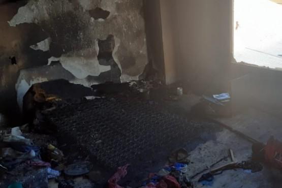 Se prendió fuego el colchón y se produjo un importante incendio en una vivienda