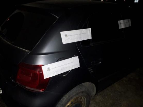 Violaron la cuarentena, tomaban alcohol y les secuestraron el auto