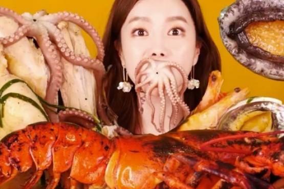 Indignación por youtuber de Corea del Sur que tortura y come animales