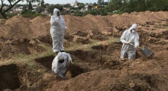 Cavan cientos de fosas en un cementerio de Córdoba