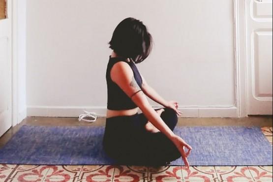Ailen brinda clases de yoga