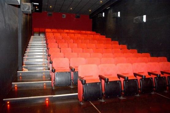 Sala vacía en el cine de Río Gallegos.