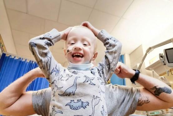 Un niño de cuatro años venció al coronavirus mientras lucha contra el cáncer