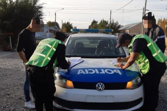 Un Hombre fue aprehendido por llevar dos carabinas calibre 22 en el interior de su vehículo
