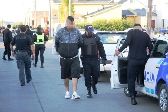 Los ocupantes del Corolla fueron detenidos y llevados a la dependencia. (Foto: C.G.)