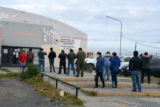Casi 150 personas solicitaron permiso de circulación durante el primer día