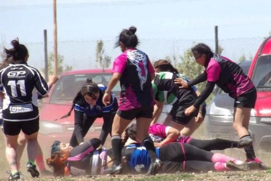 Cerca de 100 chicas juegan al rugby en Santa Cruz