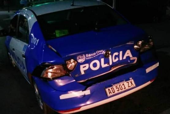 La unidad policial tras el choque.