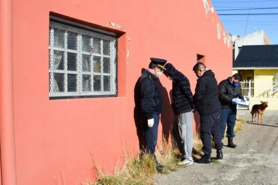 Detención de uno de los delincuentes. (C.R)