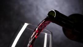 La OMS llama a dejar de tomar alcohol en la cuarentena