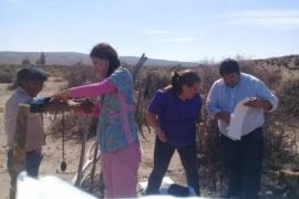 Enfermeros del Hospital Rural de Cushamen asisten a las familias del pueblo