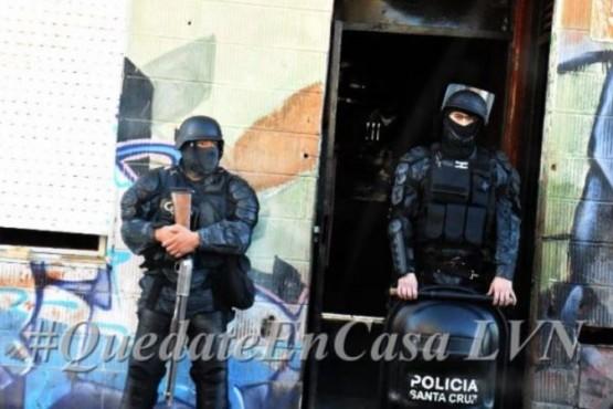 Uno de los domicilios allanados por la policía. (Foto: La Vanguardia Noticias)