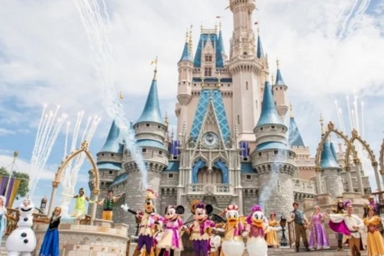 Disney suspendió a 43.000 empleados y no les pagará el sueldo