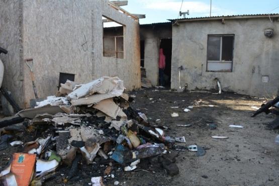 El fuego destruyó toda la vivienda a su paso. (Foto: C.R.)