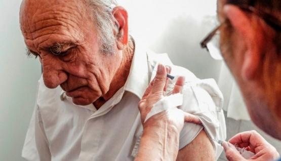 Vacunación de adultos mayores.