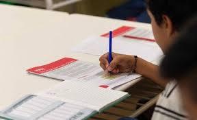 Entregaron cuadernillos para los alumnos que no tiene internet