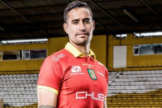 Raúl Becerra sigue en el exterior.