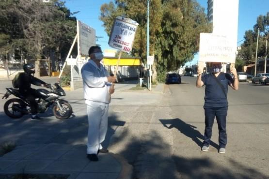Trabajadores de la salud reclaman sueldos de marzo