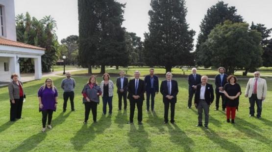 El Presidente se reunió con médicos y científicos por la nueva etapa de la cuarentena