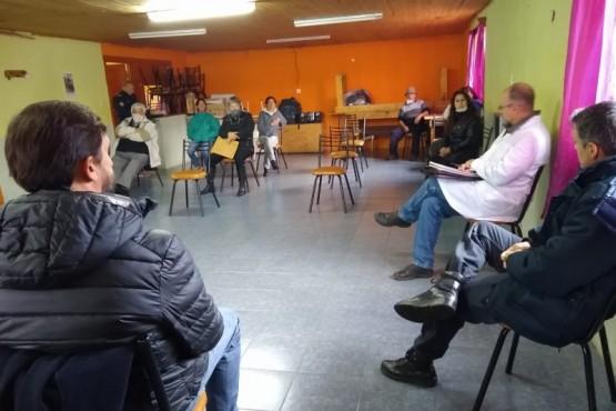 Autoridades se reunieron con vecinos de Aldea Escolar