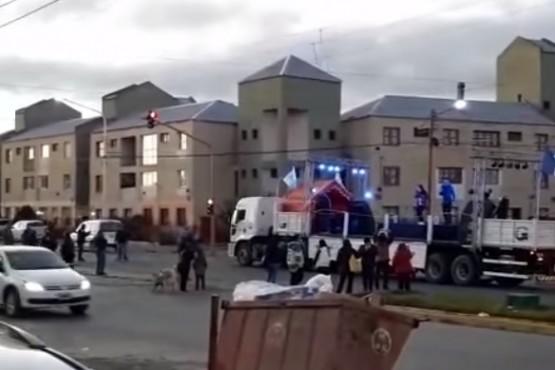 Escenario musical en la Av. Perón.