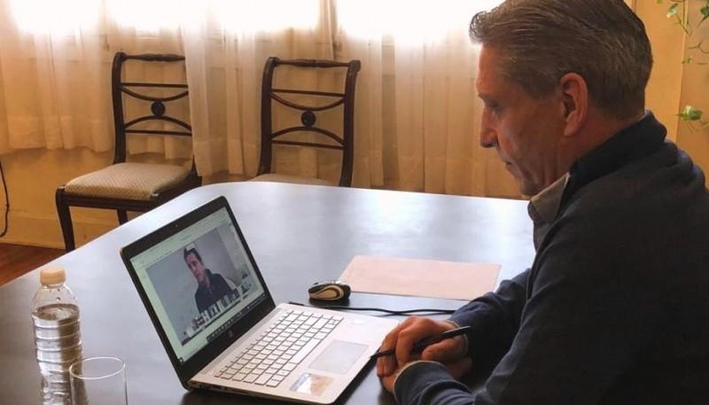 Arcioni participó de una videoconferencia con Sergio Massa
