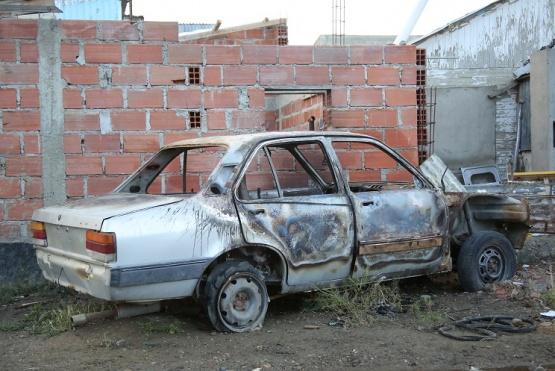 Auto quemado.
