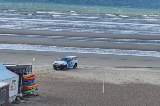 Prefectura retiró a dos personas de la costa