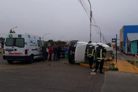 Choque seguido de vuelco en Puerto San Julián (Uvc Noticias)