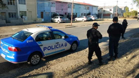Policía en el lugar. (C.G)