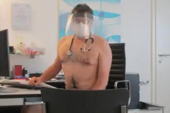 Medicos desnudos en reclamo.