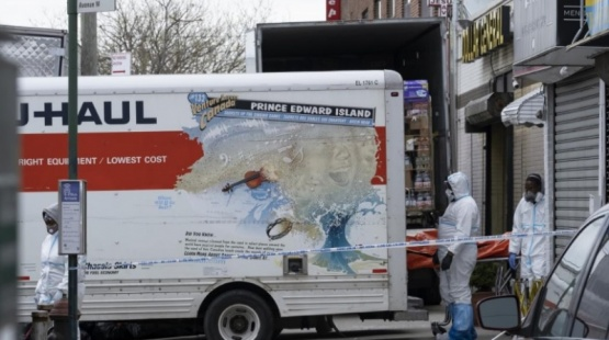 De terror: encontraroan docenas de muertos en camiones
